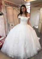 Ball Gown Off-The-Shoulder Sleeveless Chapel Train Tulle Wedding Dress With Appliqued Lace