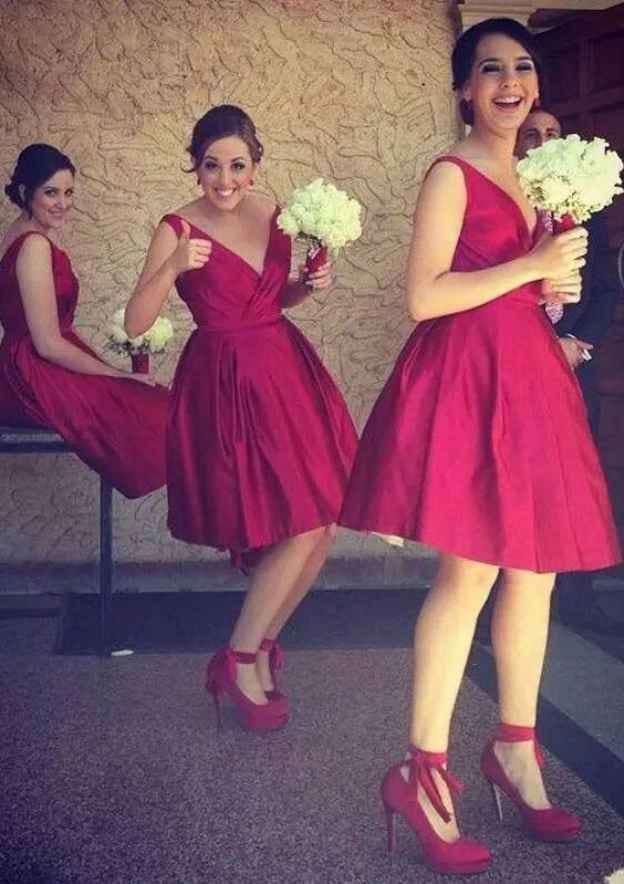 A-Line/Princess V Neck Sleeveless Knee-Length Charmeuse Bridesmaid Dresses With Pleated