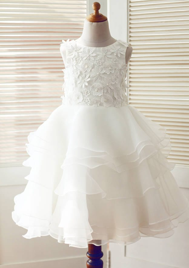 A-line/Princess Knee-Length Scoop Neck Lace/Tulle Flower Girl Dress With Appliqued/Ruffles