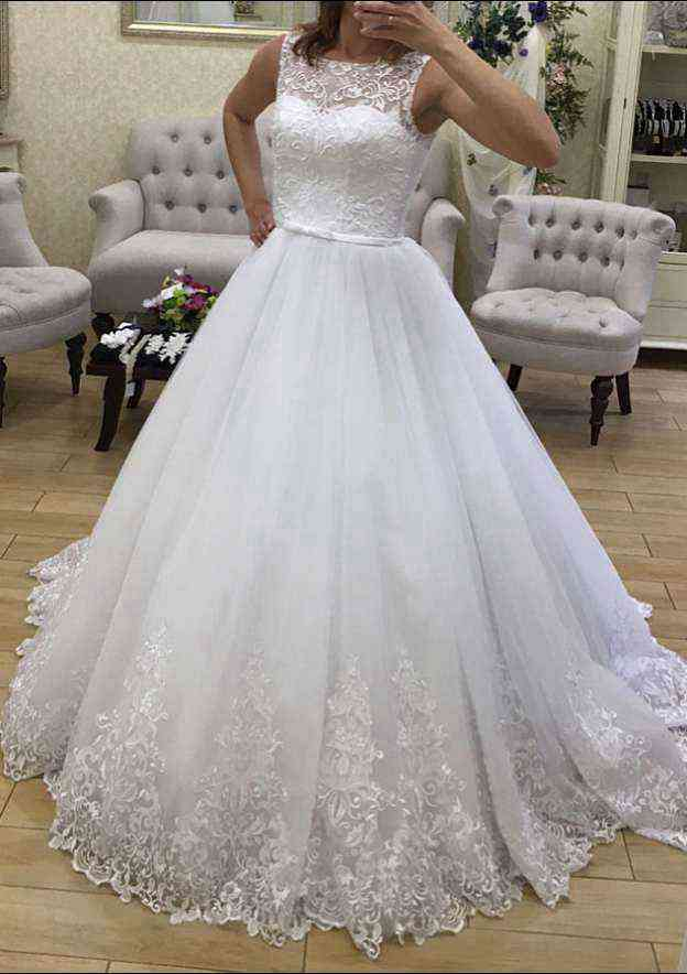 Ball Gown Bateau Sleeveless Sweep Train Tulle Wedding Dress With Appliqued Lace