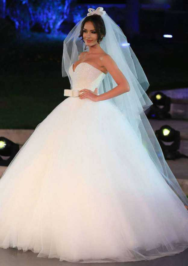 Ball Gown Sweetheart Sleeveless Sweep Train Tulle Wedding Dress With Beading Bowknot