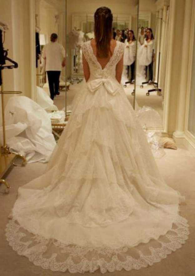 Ball Gown Sweetheart Sleeveless Chapel Train Lace Wedding Dress With Bowknot