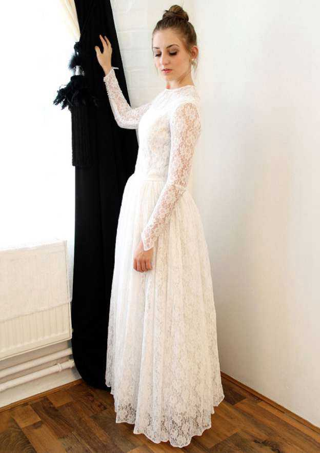 A-Line/Princess Bateau Full/Long Sleeve Long/Floor-Length Lace Wedding Dress With Appliqued