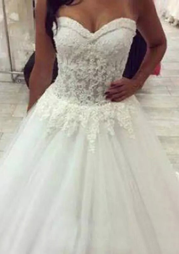 Ball Gown Sweetheart Sleeveless Court Train Tulle Wedding Dress With Appliqued Lace