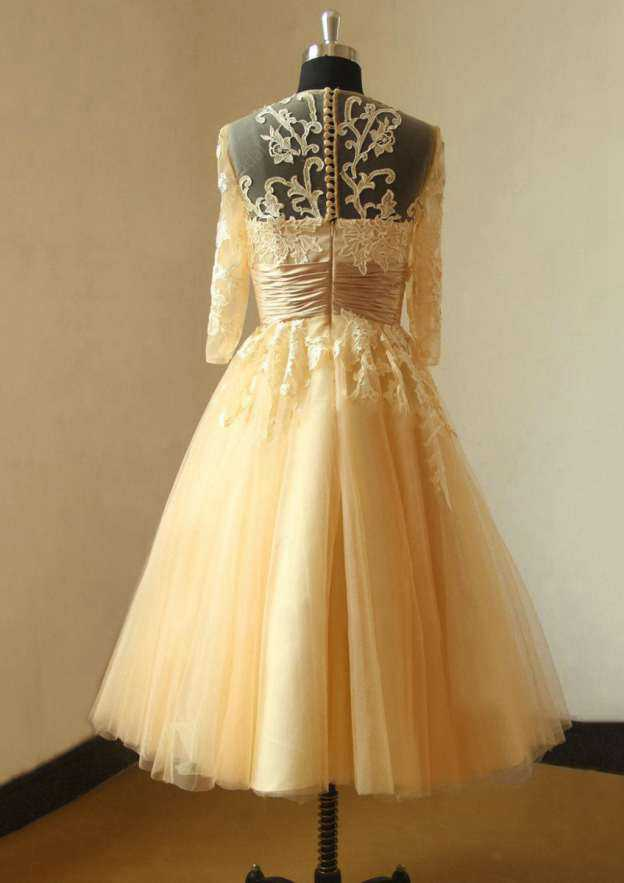 Ball Gown Scoop Neck 3/4 Sleeve Tea-Length Tulle Wedding Dress With Appliqued Lace