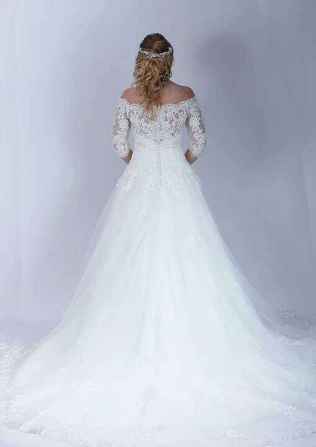 Ball Gown Off-The-Shoulder Half Sleeve Chapel Train Tulle Wedding Dress With Appliqued Lace