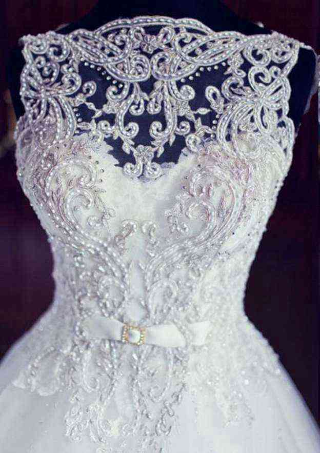 Ball Gown Bateau Sleeveless Chapel Train Tulle Wedding Dress With Appliqued Beading Bowknot