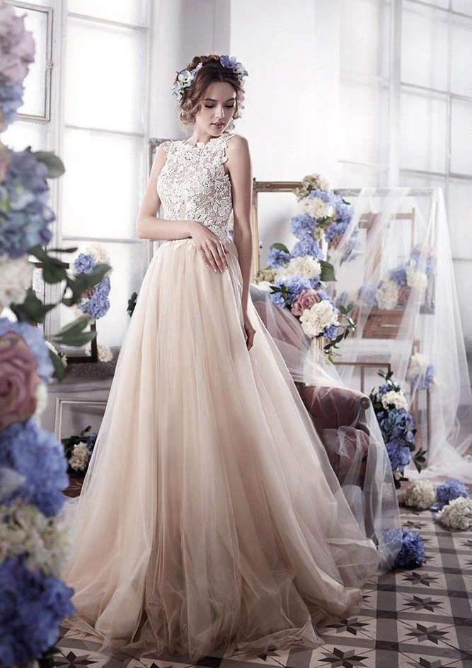 A-Line/Princess Bateau Sleeveless Sweep Train Tulle Wedding Dress With Lace