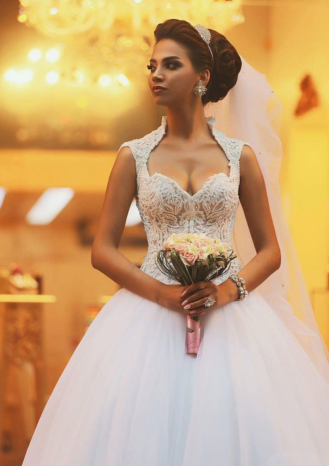 Ball Gown Sweetheart Sleeveless Chapel Train Tulle Wedding Dress With Beading