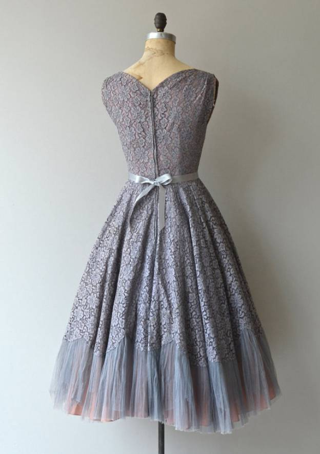 A-Line/Princess Sweetheart Sleeveless Tea-Length Lace Prom Dress With Bowknot Sashes