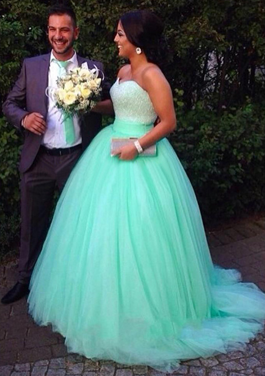 Ball Gown Sweetheart Sleeveless Sweep Train Tulle Prom Dress With Beading