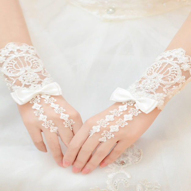 Wrist Length Fingerless Lace Bridal Gloves With Bowknot