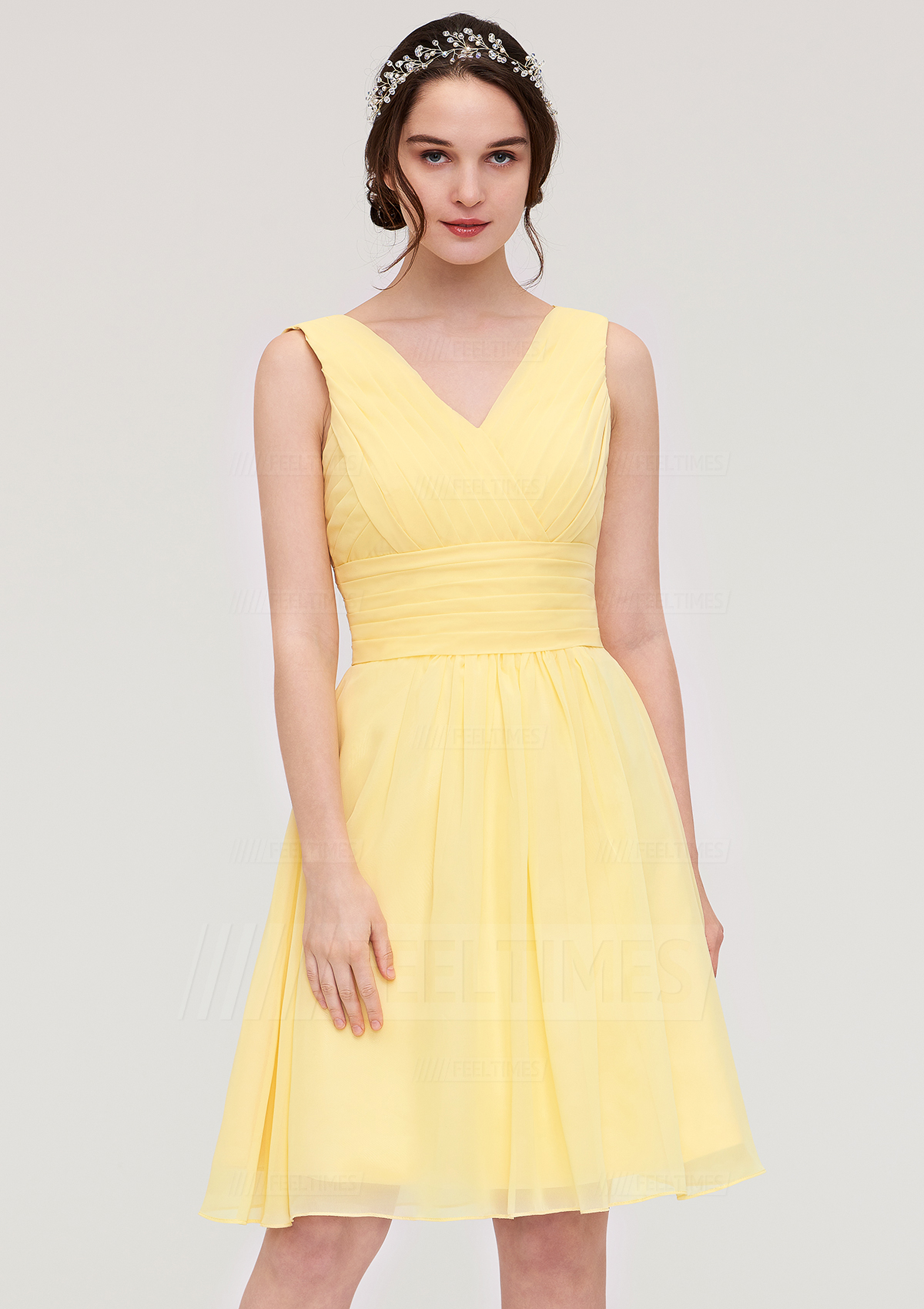 A-Line/Princess V Neck Sleeveless Knee-Length Chiffon Bridesmaid Dress With Pleated
