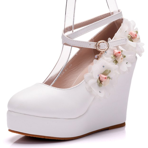 Women's PU With Flowers/Buckle Close Toe Platform Wedges Fashion Shoes
