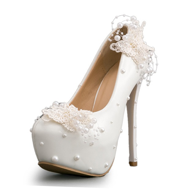 Women's PU With Imitation Pearl/Appliqued Close Toe Heels Shoes
