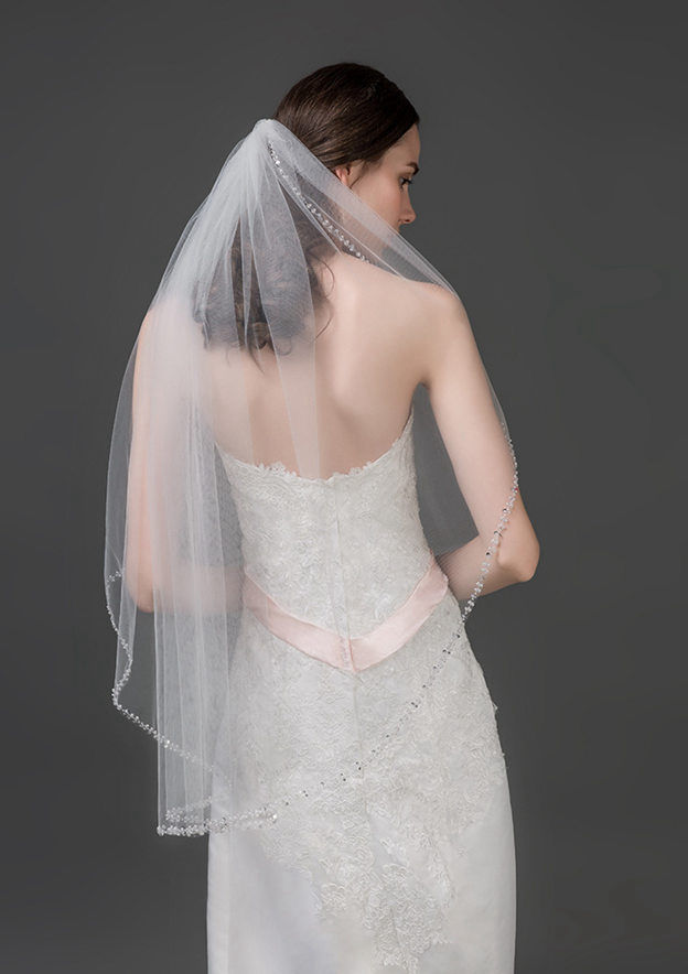 One-tier Beaded Edge Tulle Fingertip Bridal Veils With Beading
